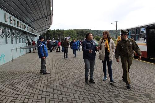 Gobernadora Oyarce visitó Estadio Chinquihue antes de iniciarse el encuentro deportivo