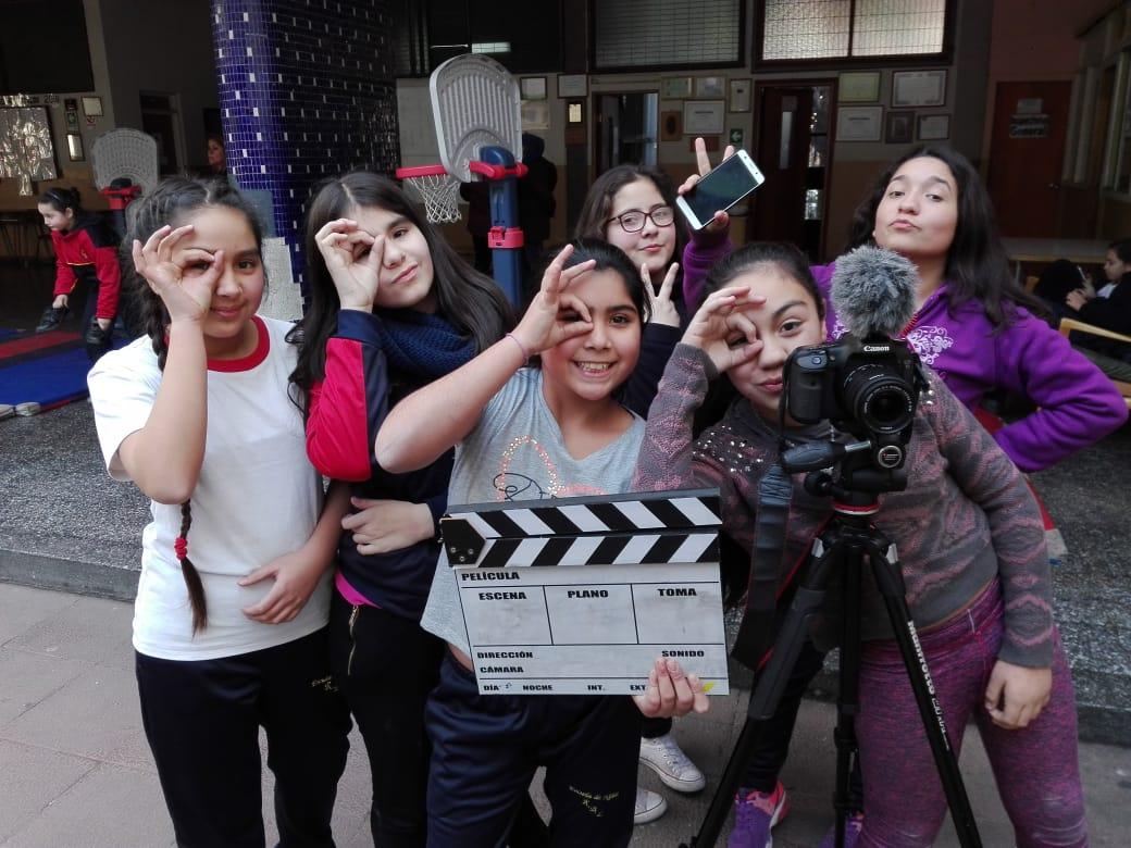 Invitan a niños, niñas y jóvenes de Chile a participar con sus filmes en 8º Festival de Cine Ojo de Pescado