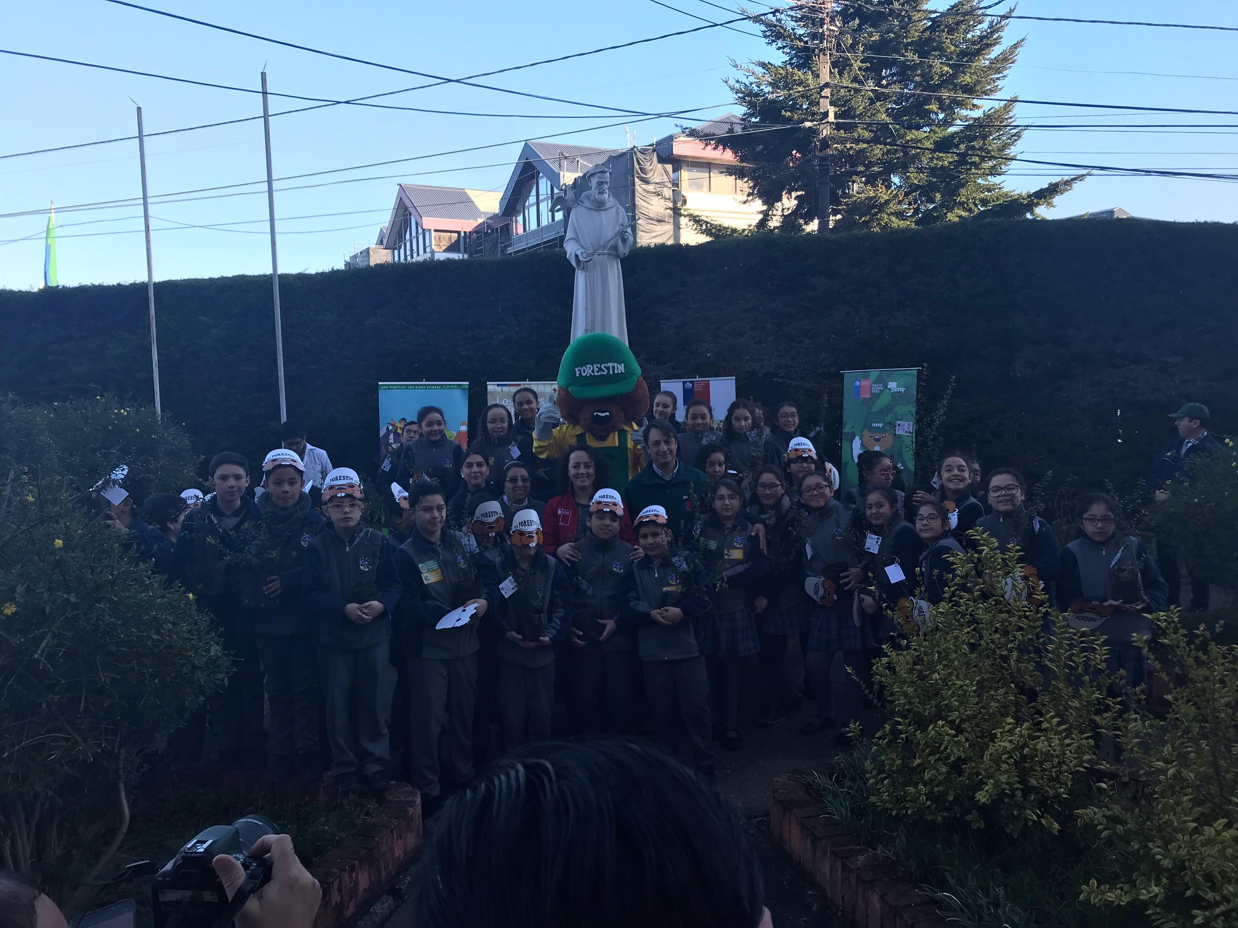 Alumnos del Colegio Arriarán Barros participan de concurso nacional de pintura